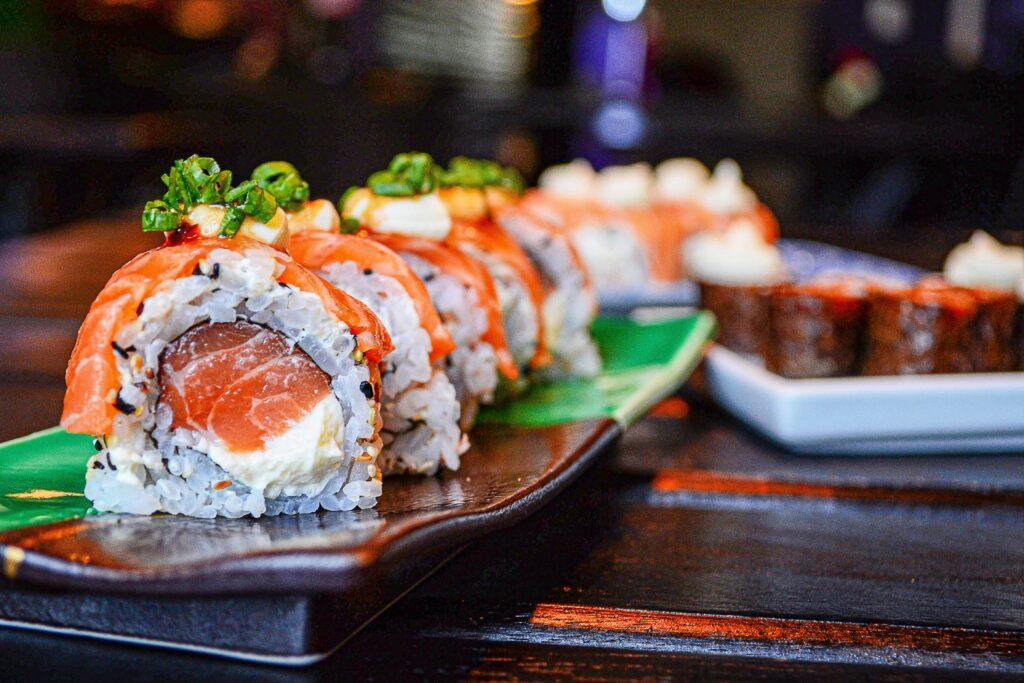 Японские суши и роллы в онлайн-ресторане Каракатица